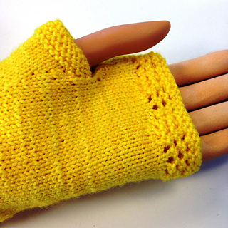 Yellow_rose_mitts_2_small2