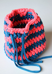 Simple_t_shirt_yarn_bag_small_best_fit