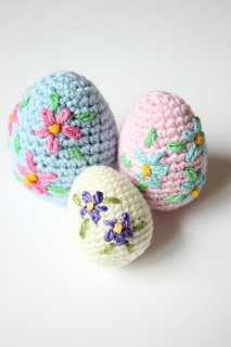 Pretty_embroidered_crochet_easter_eggs