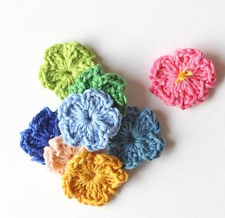 Ravelry: Easy Crochet Flower pattern by Zeens and Roger
