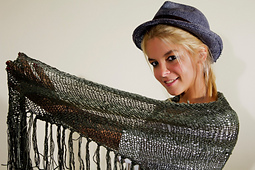Tacked_trim_triangle_shawl___small_best_fit