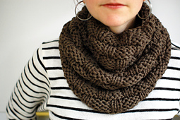 Cowl_basketweave_olive_03_small_best_fit