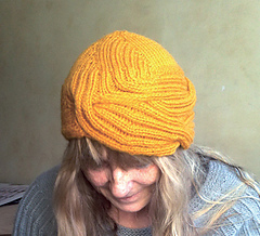 Wrapped_hat_geel2_small