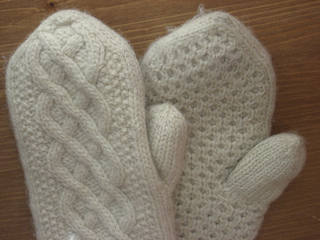 Aran_delight_mittens_0013_small2