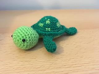 Amigurumi Turtle : Ravelry mini amigurumi turtle pattern by amy skinner