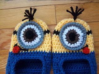 Minion_slippers_010_small2