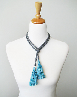 Tassel_necklace_blue_small2