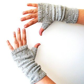 Mirri_mitts_gray_7_small2