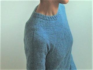 Juraku pullover pattern by Ayako Monier