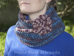 Two_colored_crochet_cowl_azul_flor_2_voltas_small