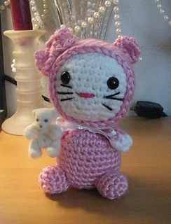 Hk_kitty_in_jammies1_small2