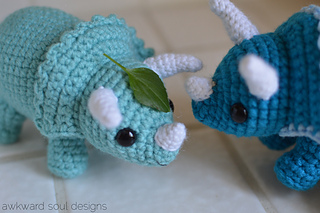 Triceratops_amigurumi_by_awkwardsoul_designs_small2