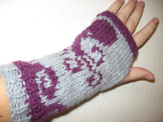 12f6533a241 Ravelry  Octopus Mitts pattern by Molly Kent