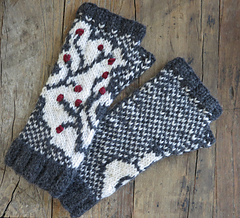 Winterberry_branch_fingerless_gloves_small