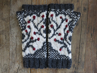 Winterberry_branch_fingerless_gloves6_small2