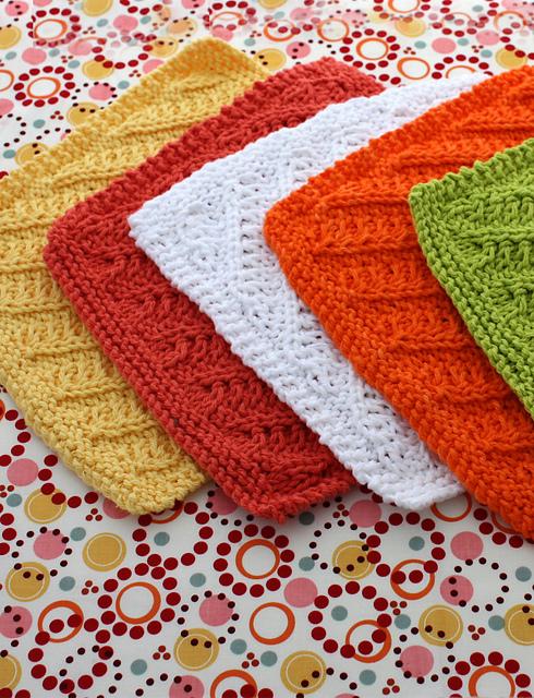 Ravelry: Diagonal Stitch Dishcloth pattern by Lily / Sugar\'n Cream