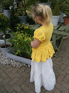 Daffodil_side_shot_by_cart_small2