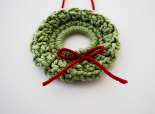 Ravelry Christmas Wreath Ornament Pattern By B Hooked Crochet