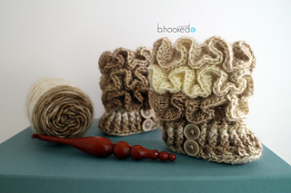 Ruffled_booties_for_sm_8_small2