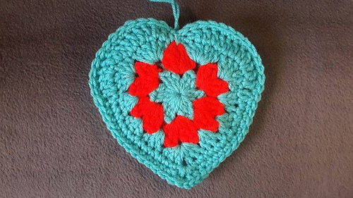 Crochet_granny_style_heart_medium