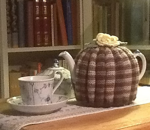 Ravelry Grannies Traditional Tea Cosy Pattern By Keren Smith
