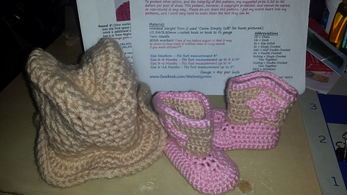 Savannah_hat_and_boots_set_1_medium