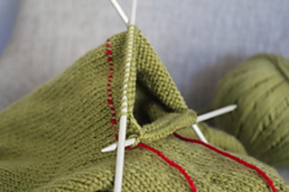 Ravelry_green_tea_leaves_wip_01_small2