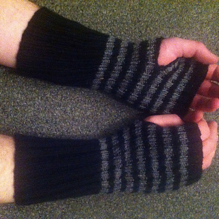 Ash_gloves_2_small2