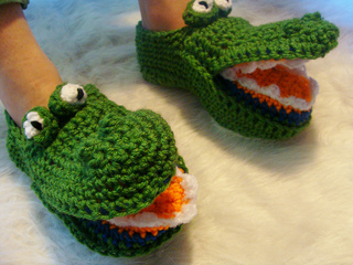 485_gator_slipper_2_small2