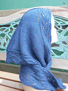 Hooded_lacy_scarf_small2