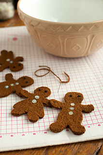 Felted-gingerbread-ornaments4_small2