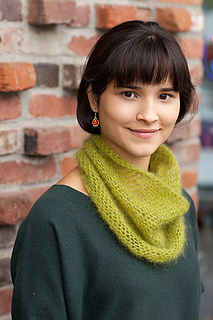 Crocheted-moebius-cowl4_small2