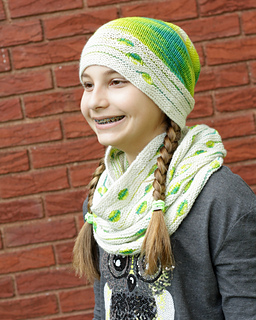 Spotted_cowl_and_splat_hat_set_small2