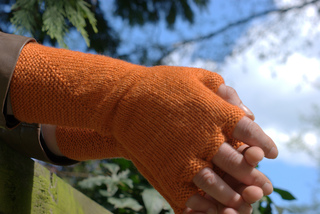 Knit-edge_ruth_garcia-alcantud_mitts_bijou_basin_lasha__9__small2