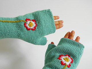 Reversible_fingerless_glove_wearing_exterior_small2