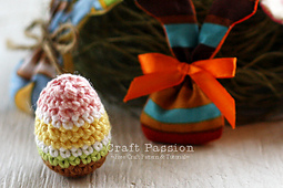Crochet-easter-eggs-2_small_best_fit