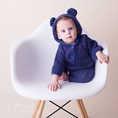 Prof_foto_tinette_turnton_sitter_size_hooded_onesie_small_best_fit