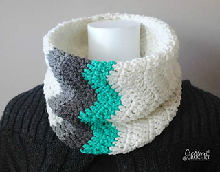 Winter_waves_chevron_cowl-_free_crochet_pattern__cre8tioncrochet_small2