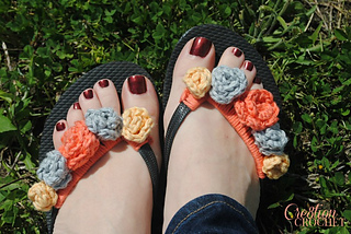 Free_flip_flop_flower_crochet_pattern_comes_with_directions_for_4_different_flower_sizes