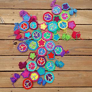 Crochet_hexagons_and_crochet_pentagons_small2