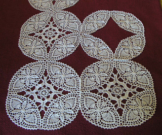 Ravelry Double Wedding RingPineapple Ovals Tablecloth pattern by