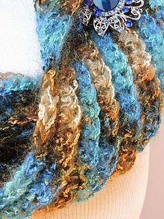 Seablingcowl600closeup_small2