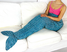 Crochet_mermaid_tail_blanket_small_best_fit