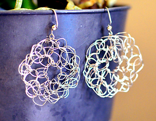 Crochet_circle_wire_earrings_1_small2