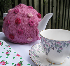 May_2011_polka_dot_tea_pot__4__small