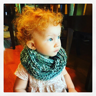 Ravelry Itty Infinity Scarf Pattern By Emily Wolowiec