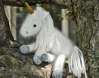 Knitting Patterns For Unicorns : Ravelry: Snow White the Unicorn and Liliana her baby too! pattern by Cutie Pa...