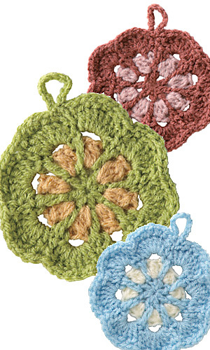 Pierrot Yarn Free Crochet Patterns : Ravelry: amicomo6-14 Flower Tawashi pattern by Pierrot ...