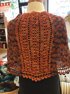 Vintage_lace_retreat_shawl_small2