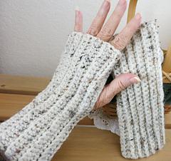 Crochet_wristers_small